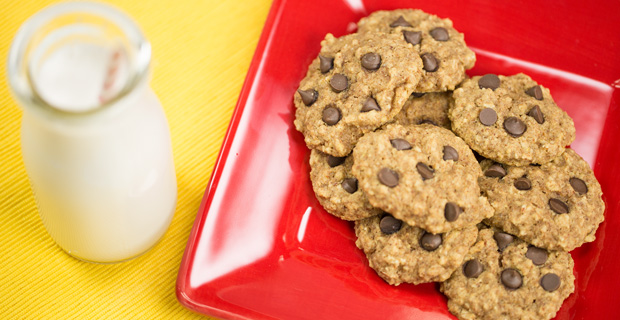 Almond Chocolate Chip Cookies_featured